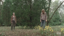 the-walking-dead-the-grove-carol-and-lizzie