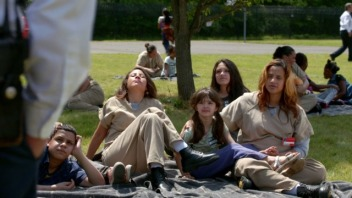oitnb-mothers-day-feature-still-21